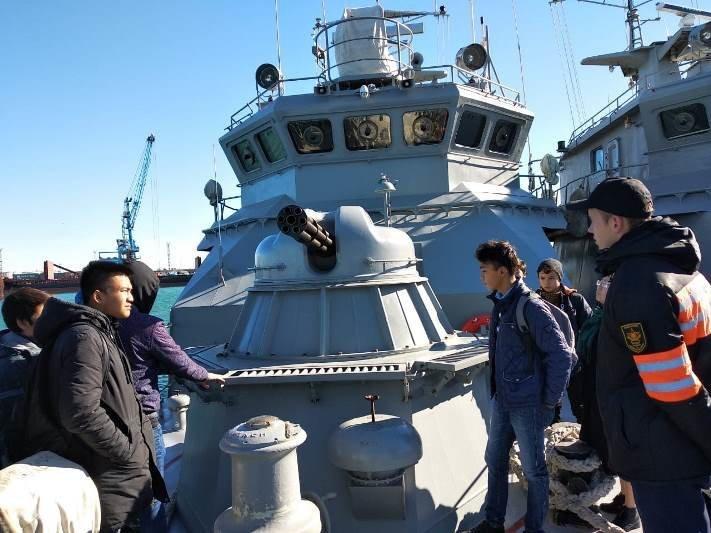 Актауским школьникам провели экскурсию на боевом корабле, фото-1