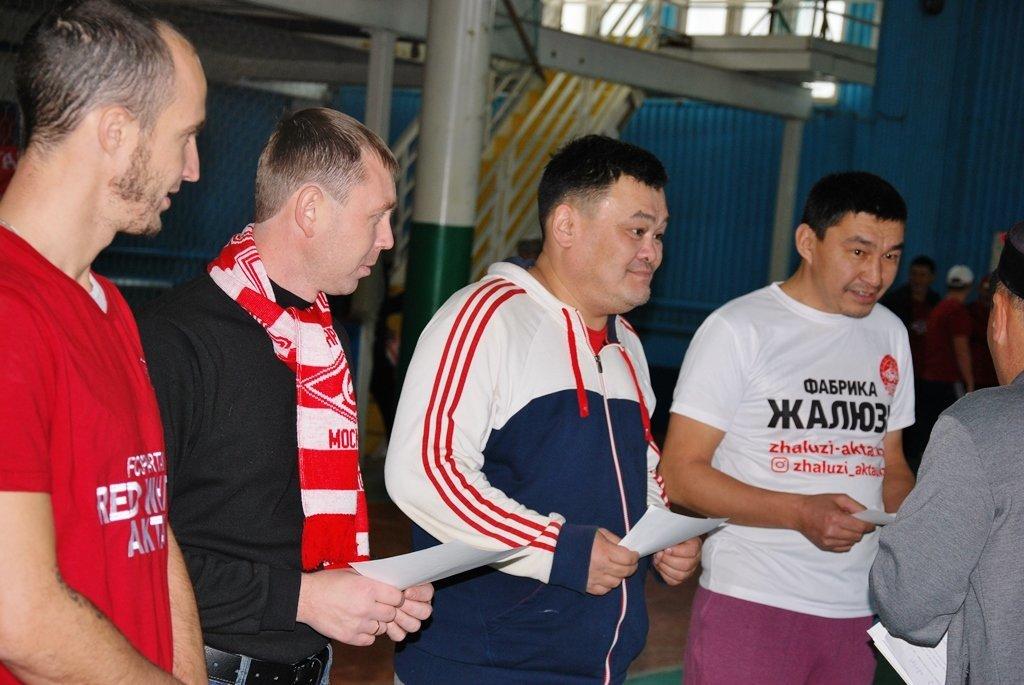 В Актау фанаты футбола организовали для детей благотворительную акцию, фото-8