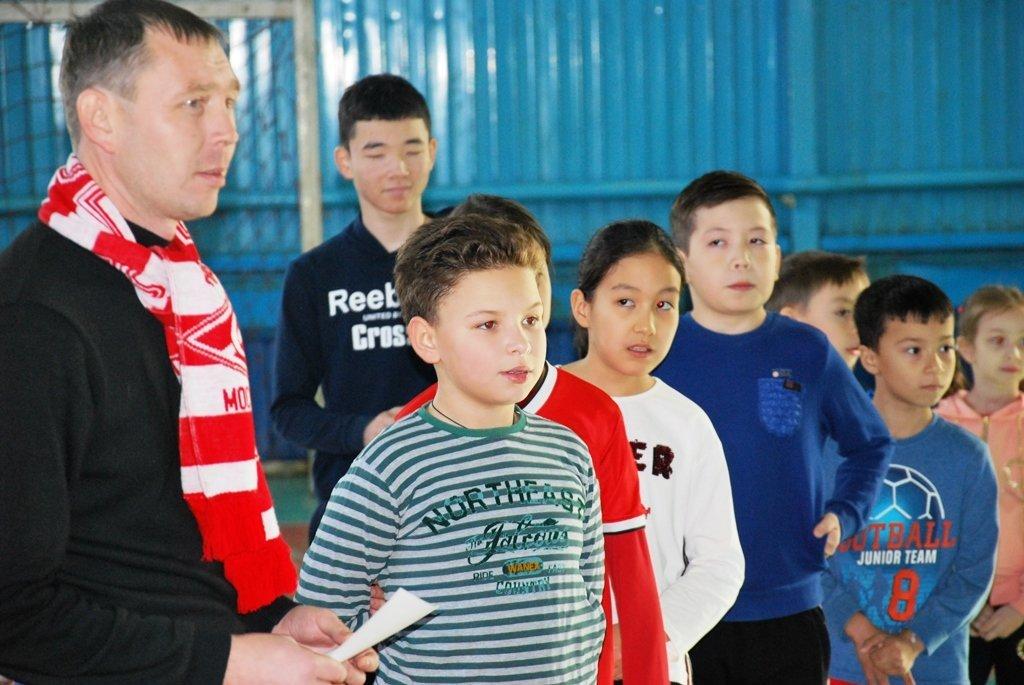 В Актау фанаты футбола организовали для детей благотворительную акцию, фото-10