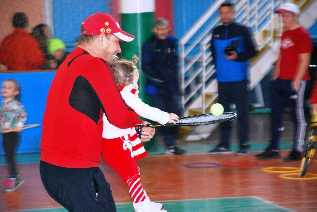 В Актау фанаты футбола организовали для детей благотворительную акцию, фото-14