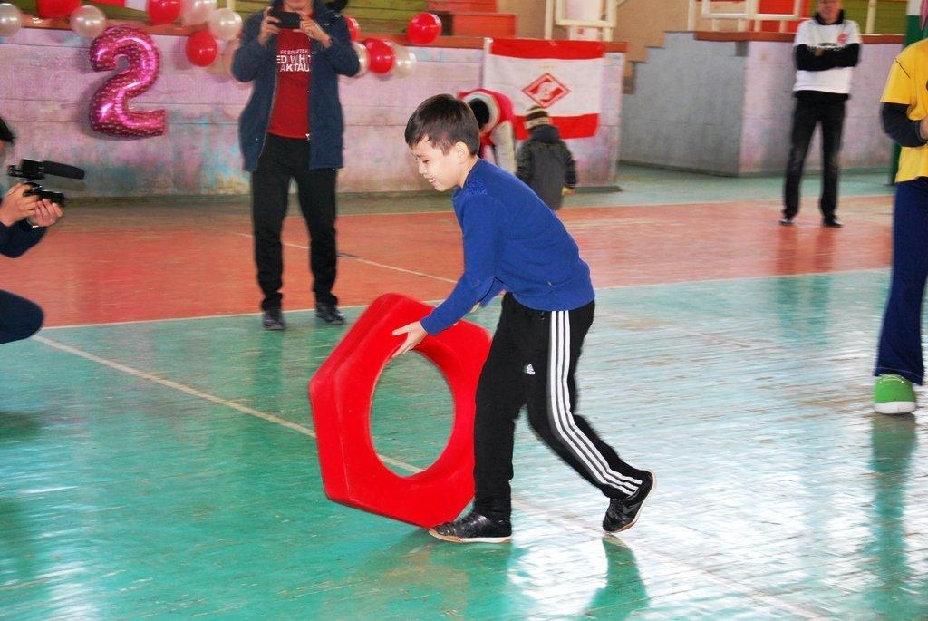 В Актау фанаты футбола организовали для детей благотворительную акцию, фото-13