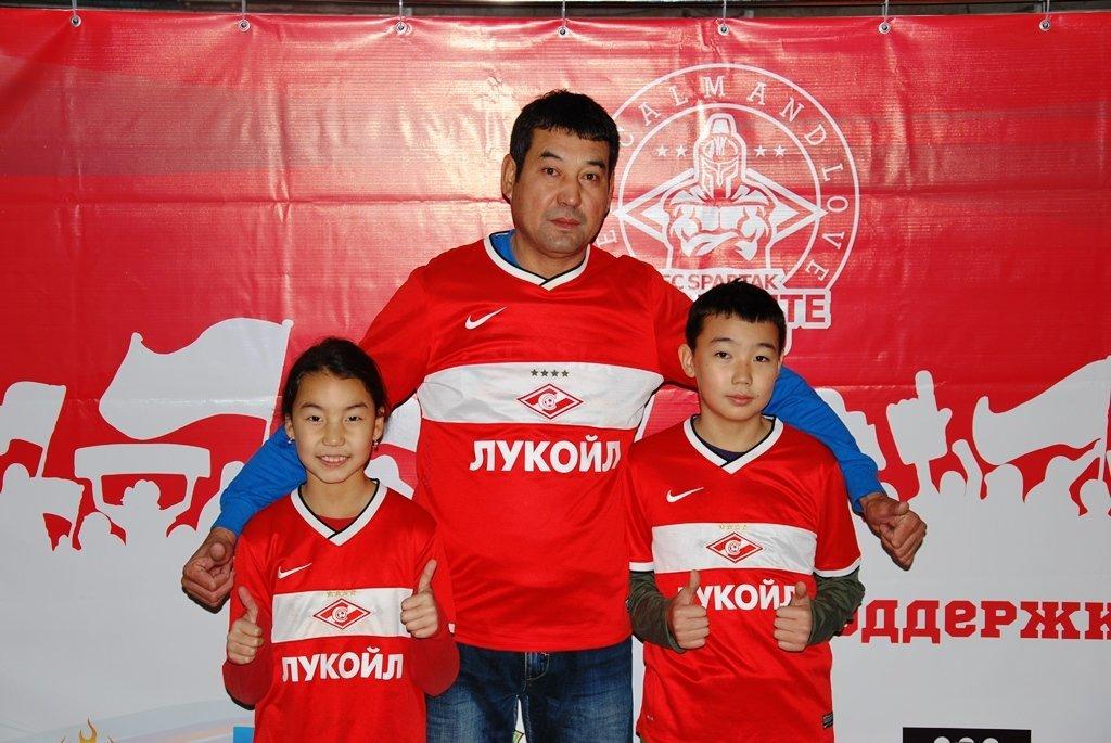 В Актау фанаты футбола организовали для детей благотворительную акцию, фото-2
