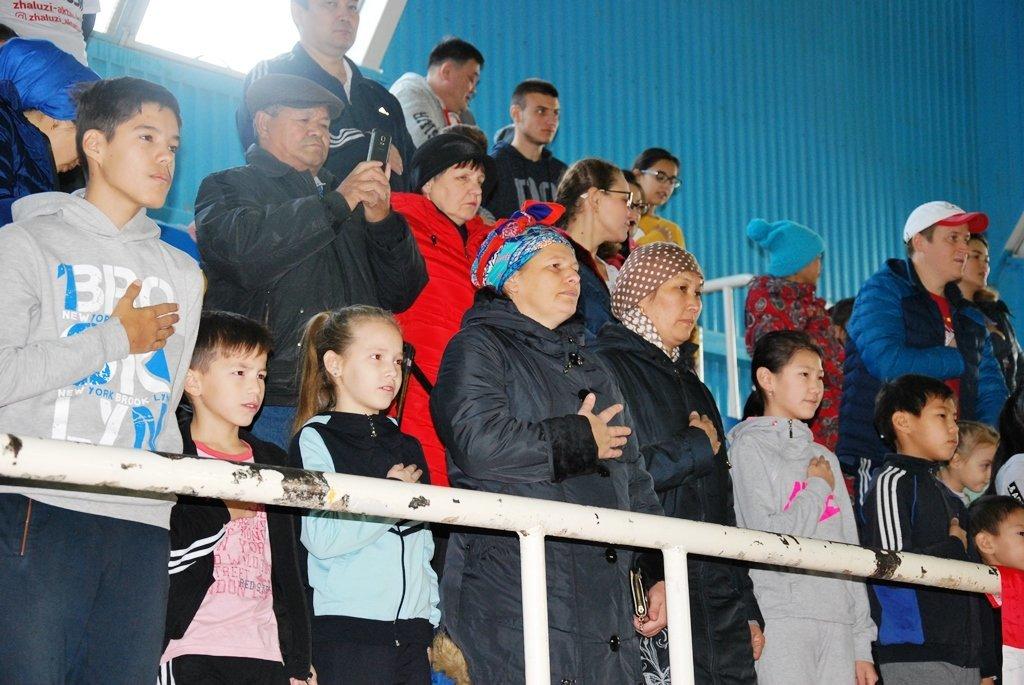 В Актау фанаты футбола организовали для детей благотворительную акцию, фото-19