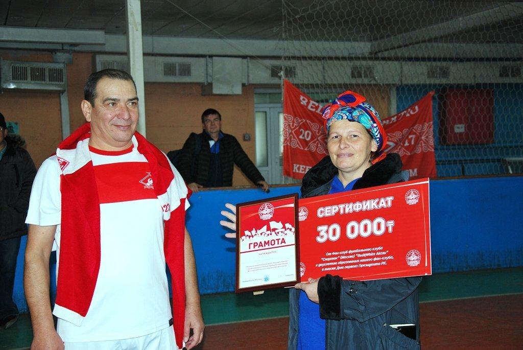 В Актау фанаты футбола организовали для детей благотворительную акцию, фото-16