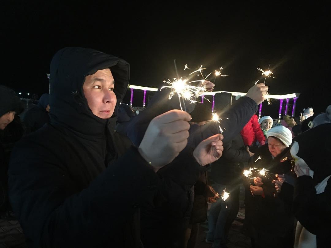В Актау зажгли главную новогоднюю елку, фото-2