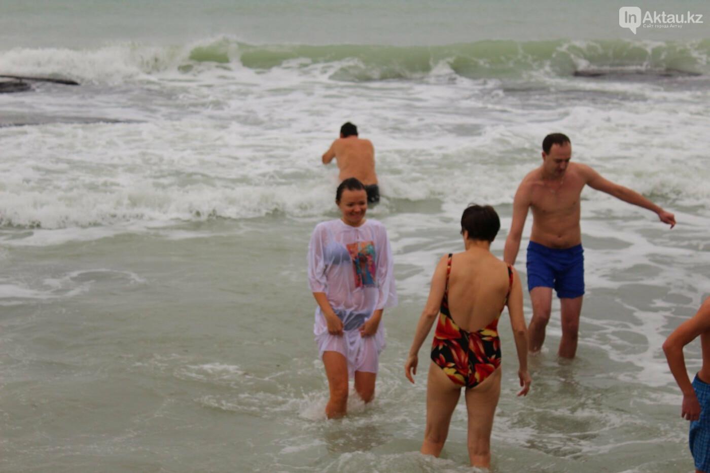 Уикенд в Актау: Крещенские купания, слайм своими руками и степная охота, фото-2