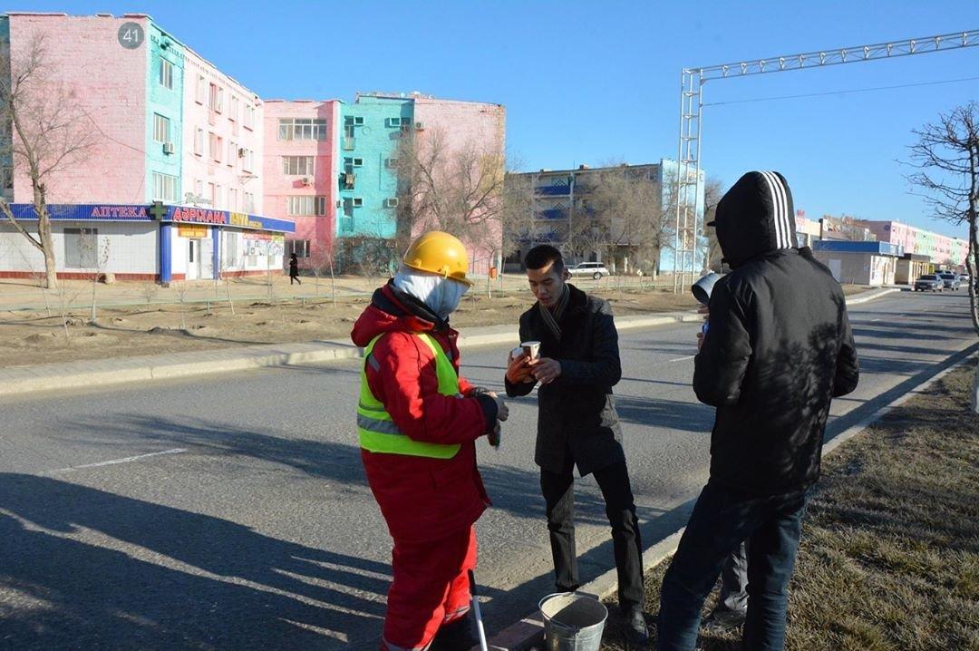 Добрую акцию устроили для озеленителей в Жанаозене (ФОТО), фото-4