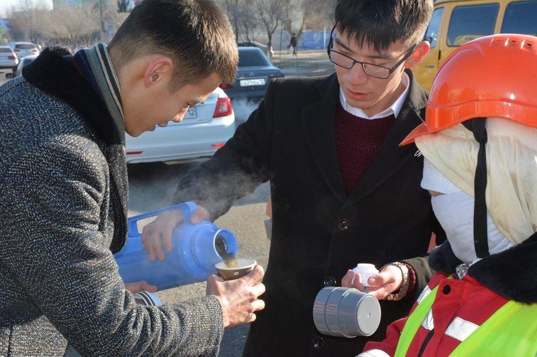 Добрую акцию устроили для озеленителей в Жанаозене (ФОТО), фото-3