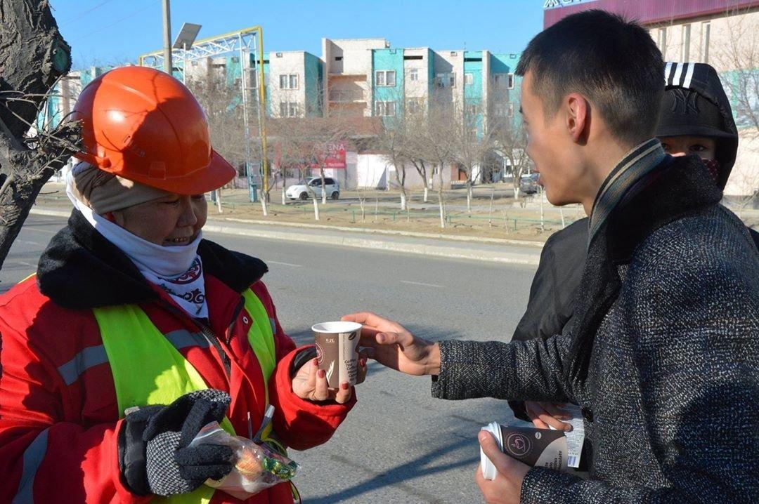 Добрую акцию устроили для озеленителей в Жанаозене (ФОТО), фото-2