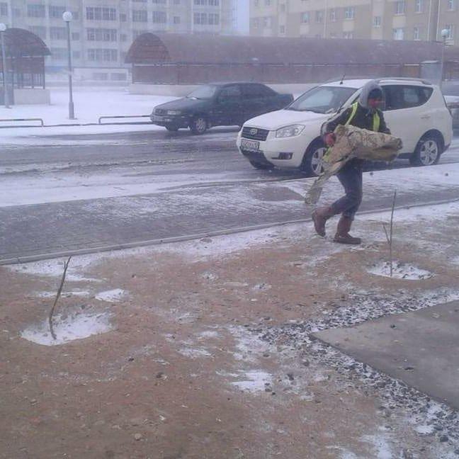 В отделе ЖКХ Актау пообещали восстановить слетевшую с новостройки облицовку, фото-2