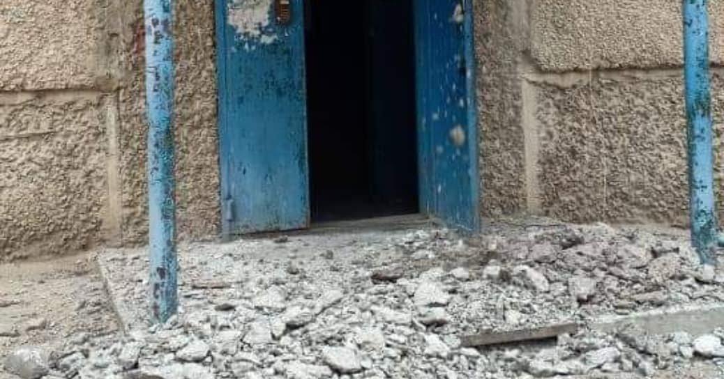 В 14 микрорайоне Актау меняют аварийные козырьки, фото-2