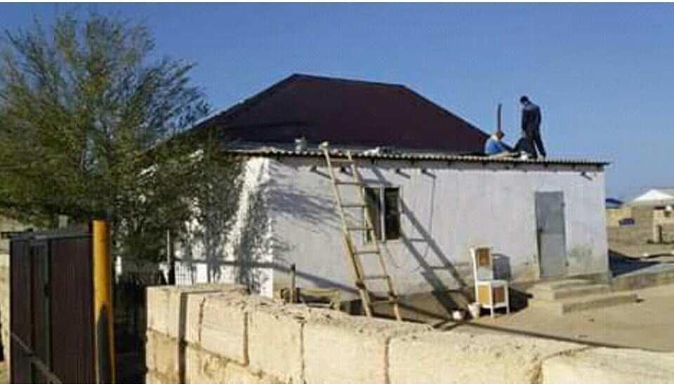 Жителю Бейнеу сельчане помогли отремонтировать разрушенный ветром дом, фото-3