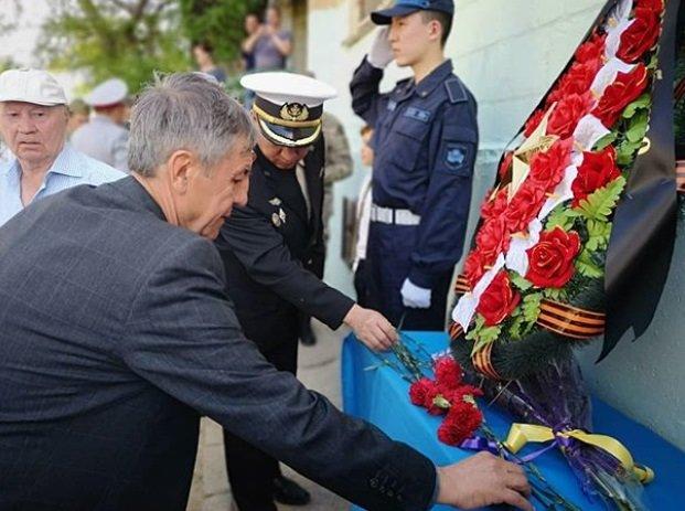 Мемориальные доски ветеранам установили на домах в Актау, фото-2