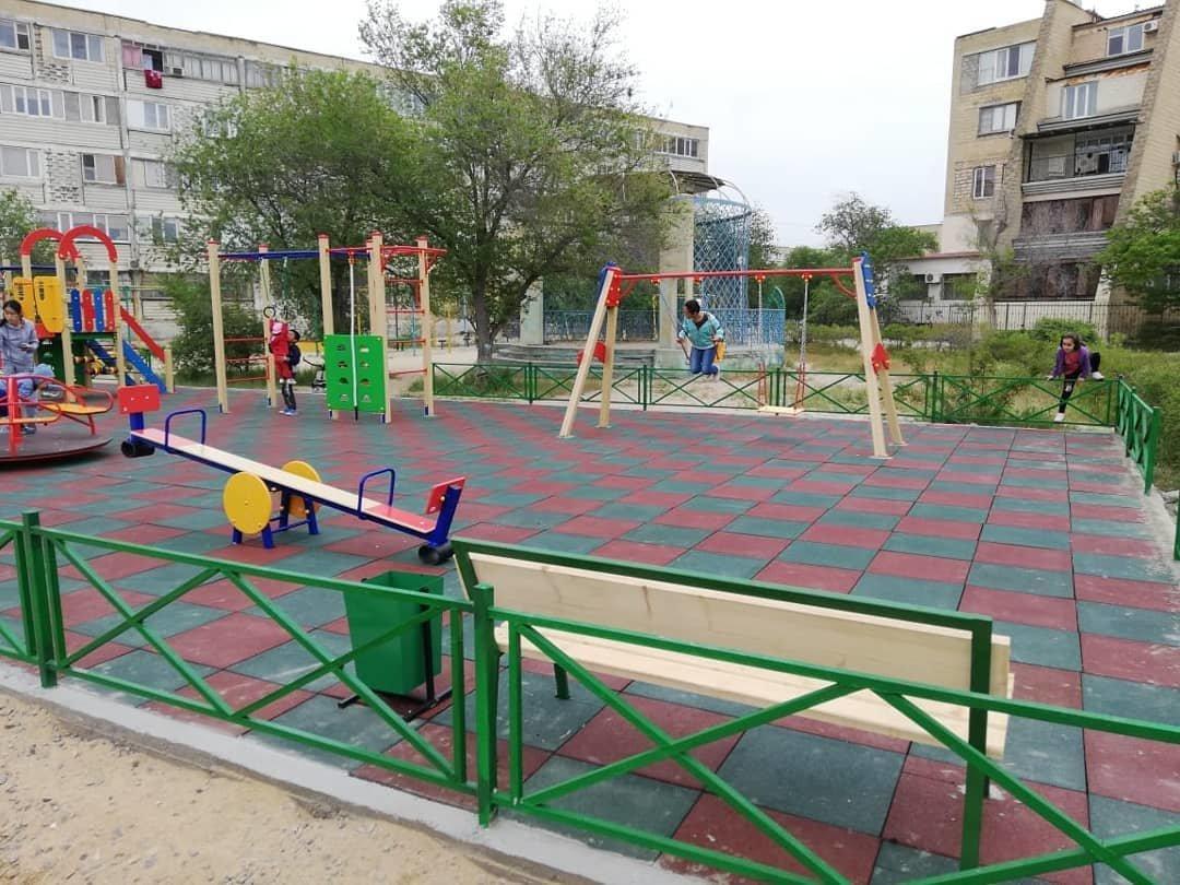 Детскую площадку за счет депутата установили в Актау, фото-1