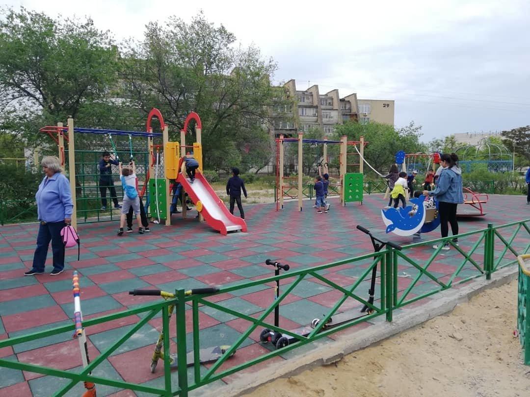 Детскую площадку за счет депутата установили в Актау, фото-2
