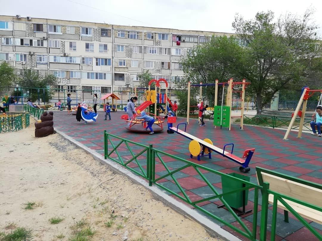 Детскую площадку за счет депутата установили в Актау, фото-4
