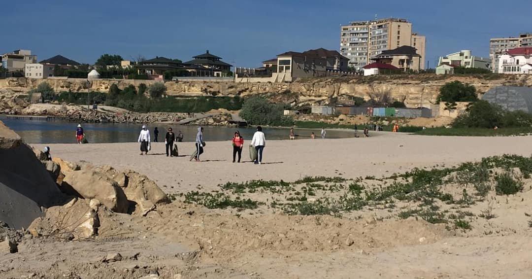 250 мешков мусора вывезли госслужащие с пляжа в Актау, фото-7