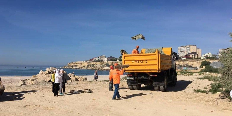 250 мешков мусора вывезли госслужащие с пляжа в Актау, фото-10