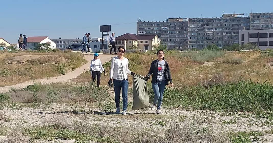 250 мешков мусора вывезли госслужащие с пляжа в Актау, фото-6