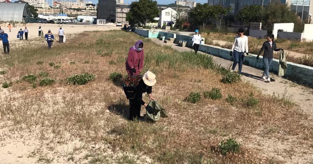 250 мешков мусора вывезли госслужащие с пляжа в Актау, фото-4