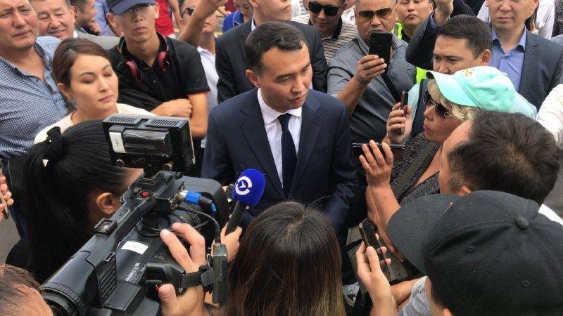 Жители Алматы вышли к акимату в поддержку жанаозенцев, фото-4