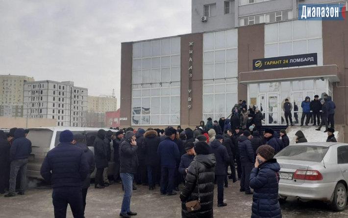 "Казахстанцы штурмуют офисы ""Гарант 24"", фото-2"