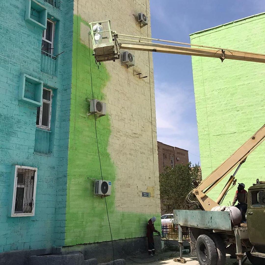 В Жанаозене раскрашивают дома в яркие цвета, фото-5