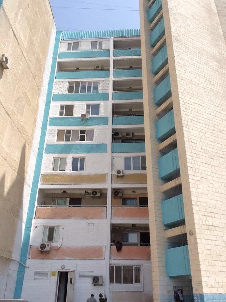 В Актау начаты работы по покраске фасадов многоэтажных жилых домов, фото-2