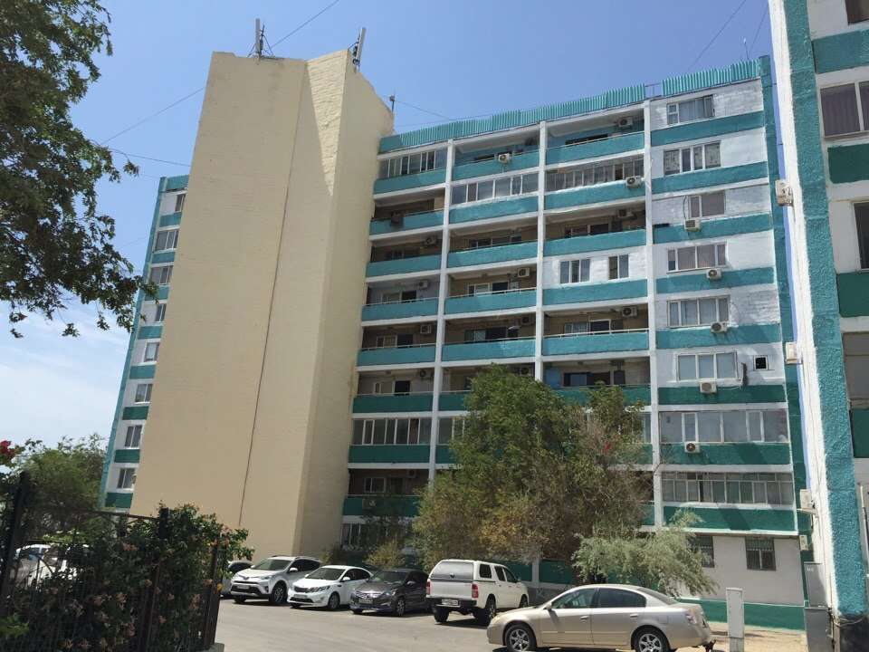 В Актау начаты работы по покраске фасадов многоэтажных жилых домов, фото-1