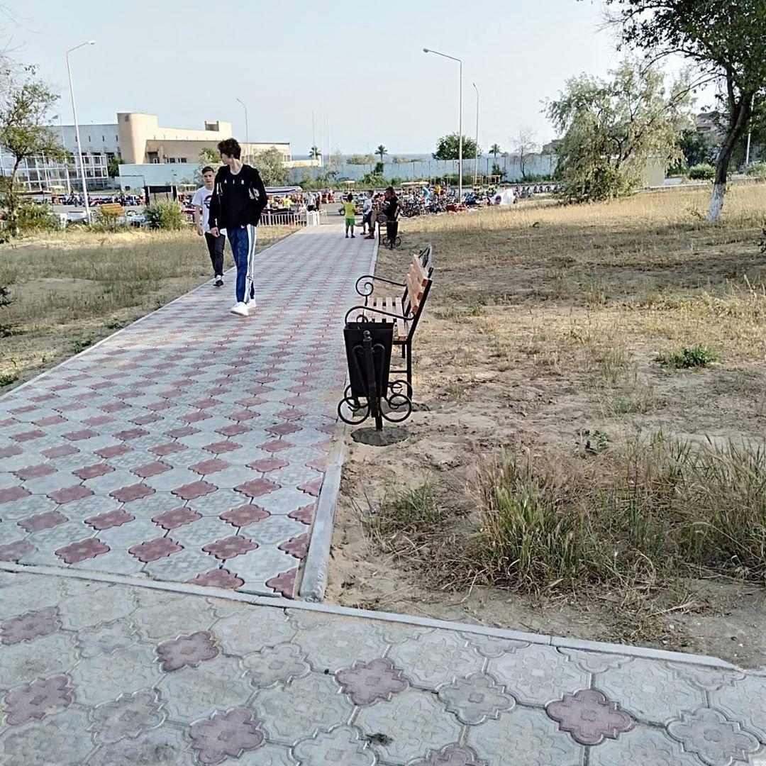 """Актау в парке """"Акбота"""" установили лавочки и новые фонари, фото-1"""