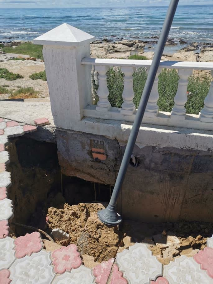 В Актау из-за дождей пострадала набережная, фото-2