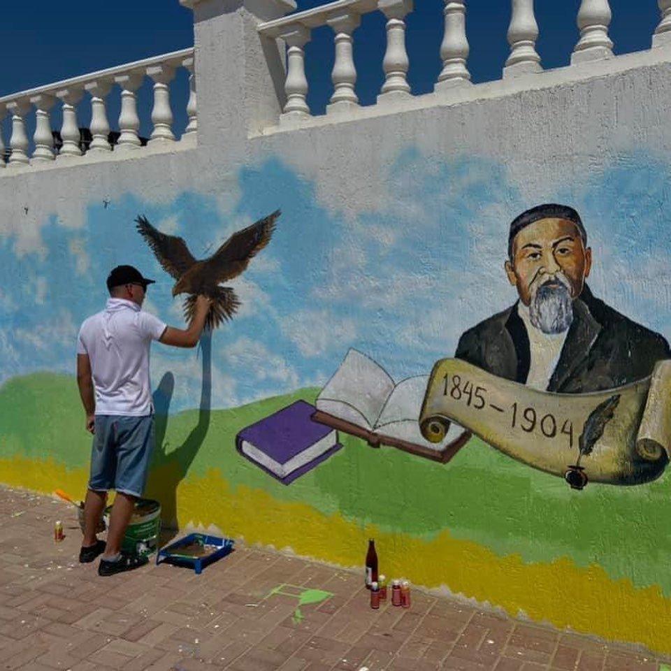 Граффити в честь 175-летия Абая появились на набережной в Актау, фото-1