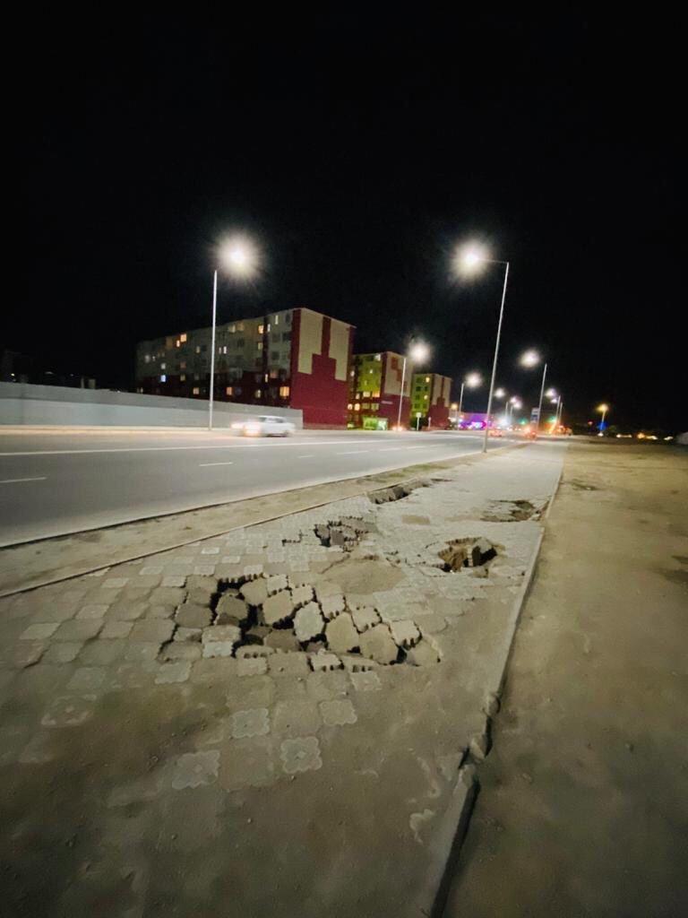 В Актау просела плитка новой пешеходной дорожки  , фото-6