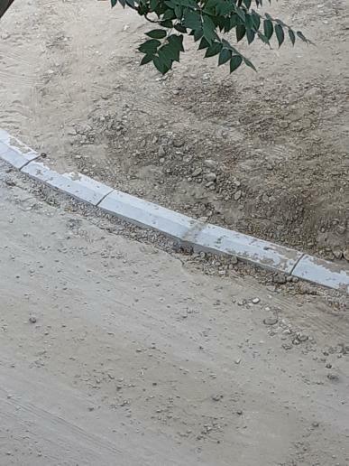 Жителей 2 микрорайона Актау возмутило качество установки бордюров, фото-1