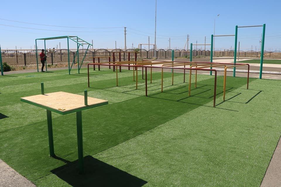 Актауские выпускники подарили своей школе спортивную площадку, фото-2