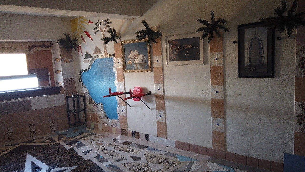 Житель Актау превратил подъезд многоквартирного дома в произведение искусства, фото-2