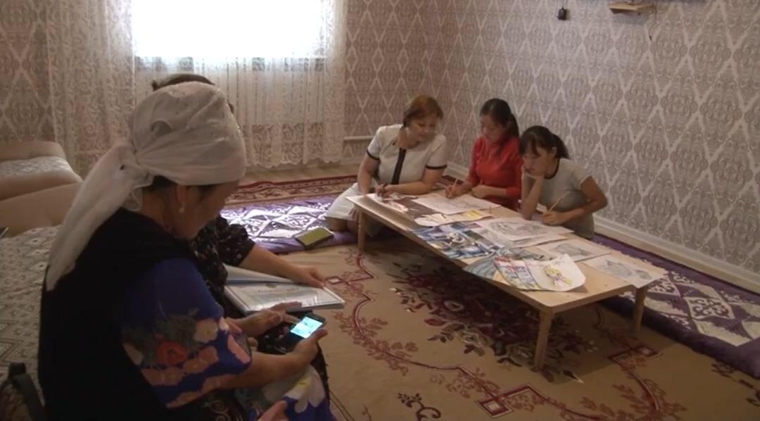 В селе Шайыр живут близняшки-художницы, фото-1