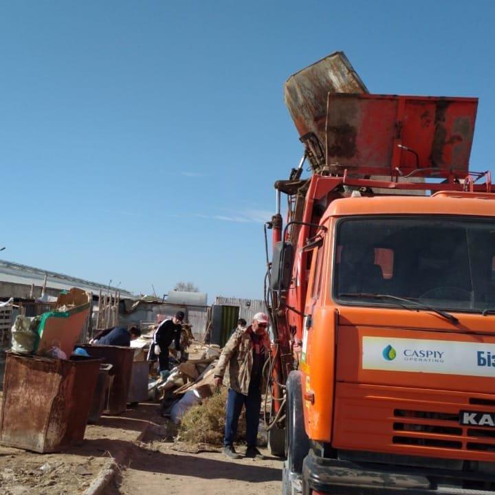 """В Актау волонтеры вывезли два """"КАМАЗа"""" с мусором из Центра временной передержки животных, фото-7"""