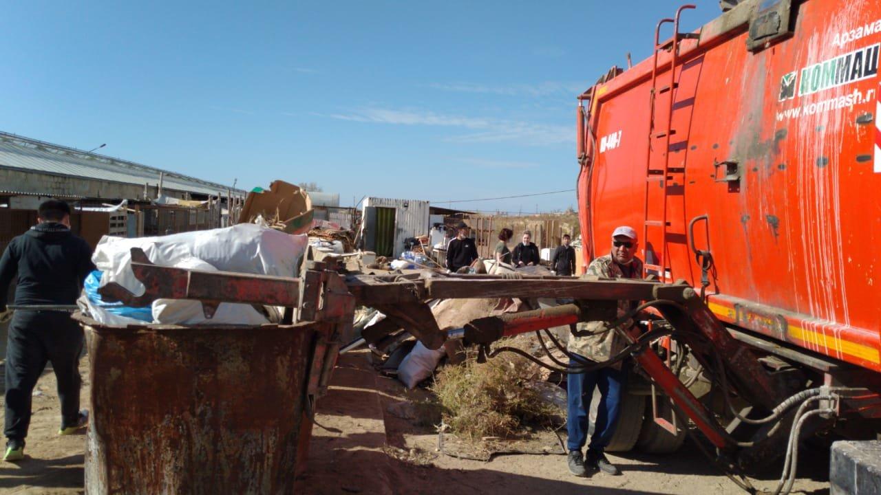 """В Актау волонтеры вывезли два """"КАМАЗа"""" с мусором из Центра временной передержки животных, фото-3"""