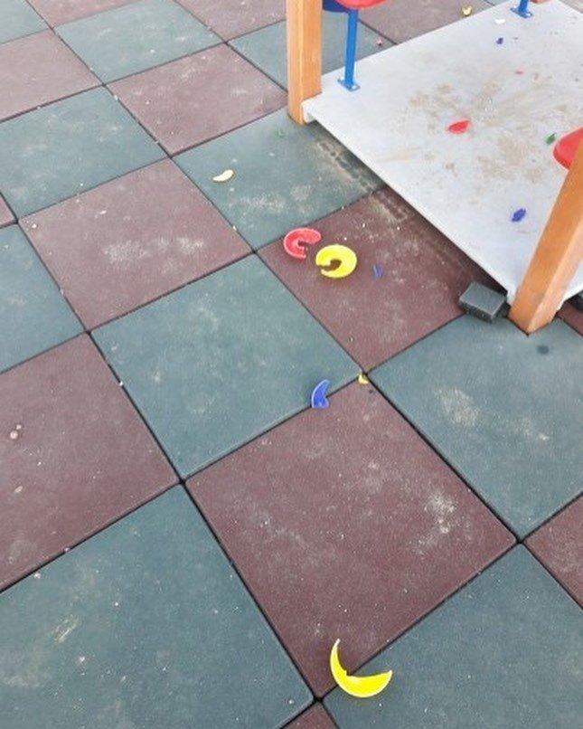 Разрушенная в Актау детская площадка