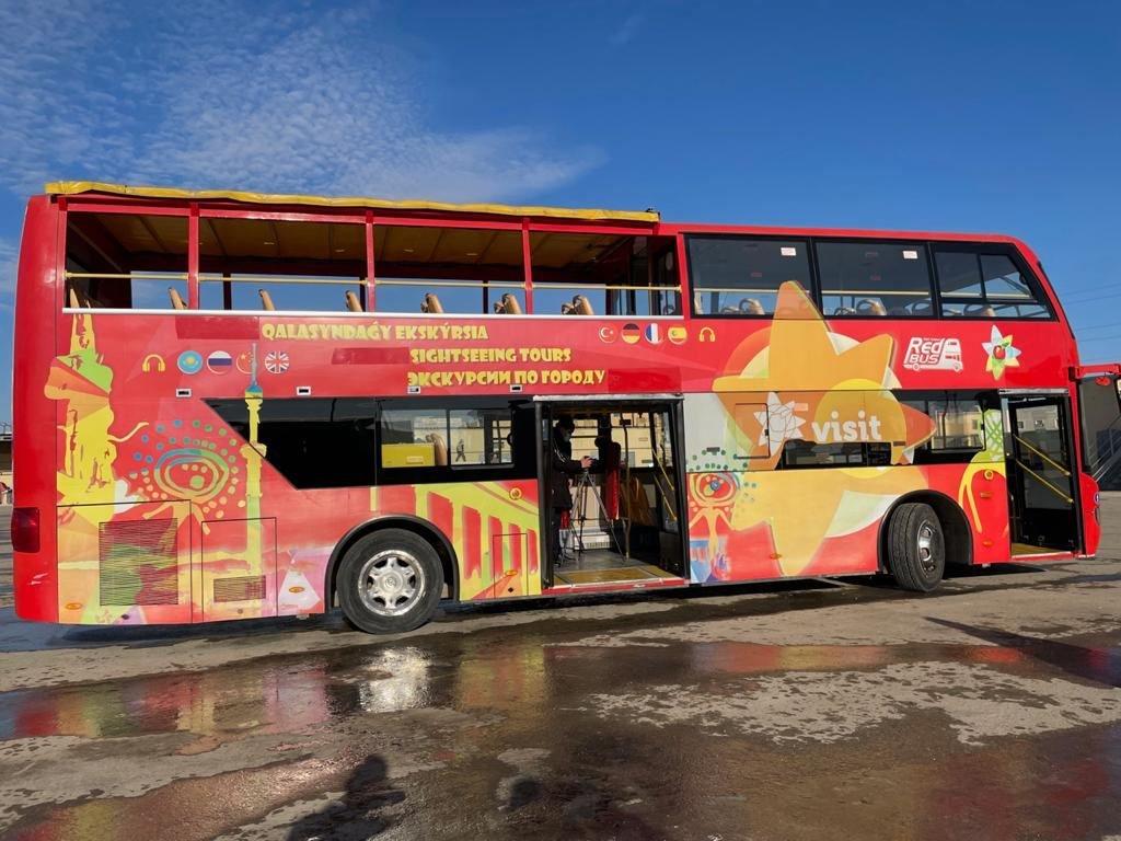 Двухэтажный автобус в Актау