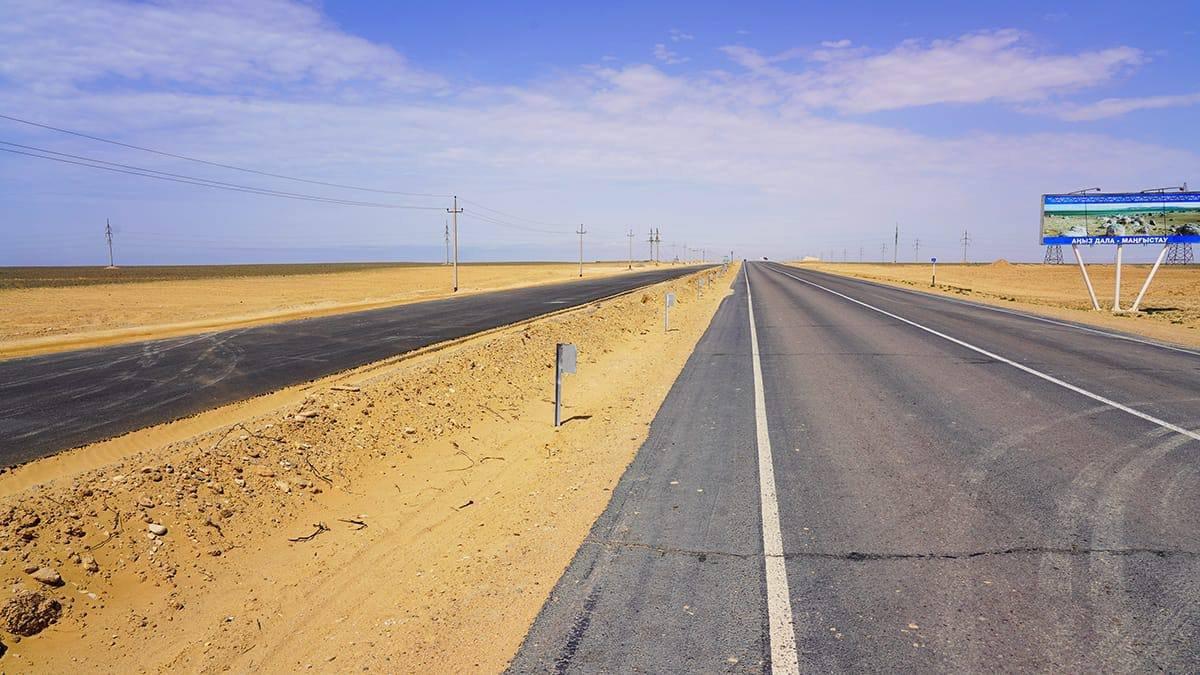 Строящаяся автодорога у аэропорта Актау
