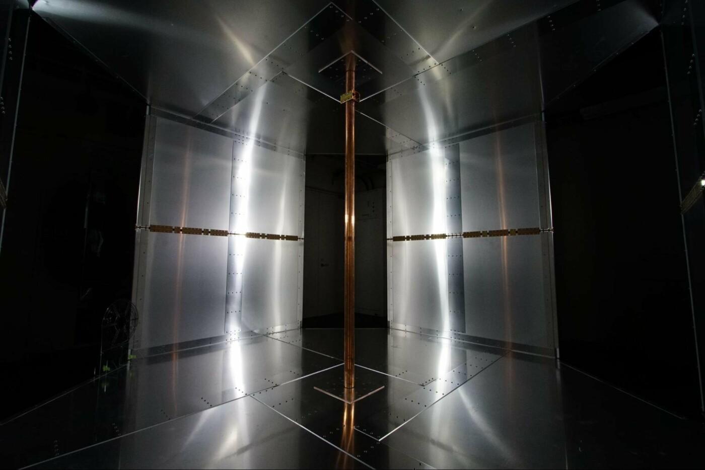 Инженеры создали комнату для зарядки гаджетов по воздуху, фото-1