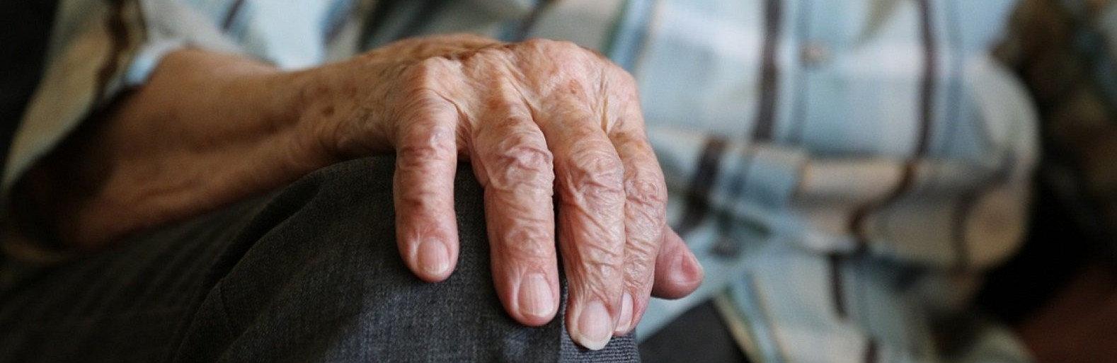 Жительница Актау из-за карантина не может попасть к больному пожилому отцу в Кимры